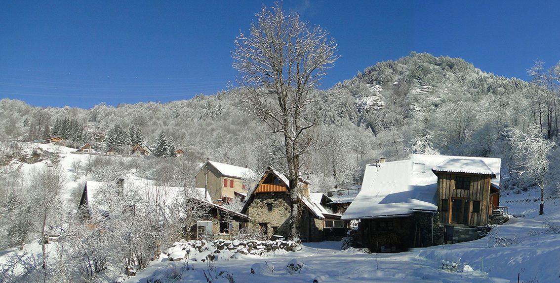 hameau ambiance hiver neige
